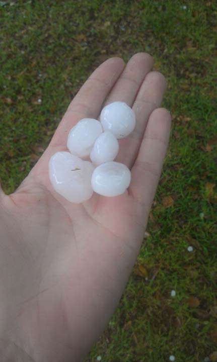 These are photos sent to us from viewers who snapped photos of storms around the Houston area Monday, April 2. If you capture photos of weather, email them to us at news@abc13.com <span class=meta>(Photo&#47;iWitness Reports)</span>