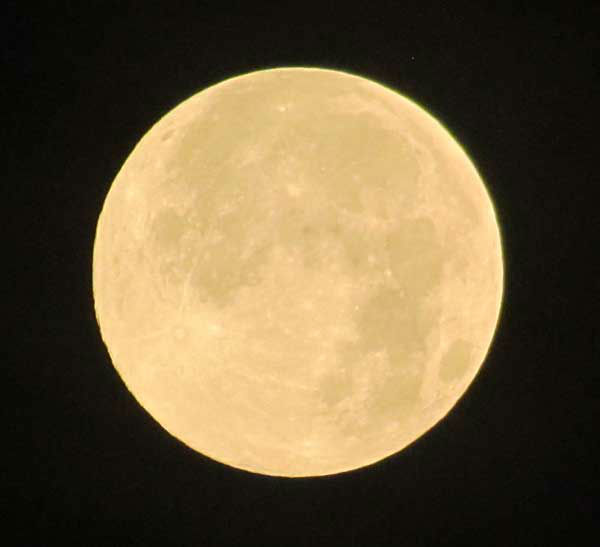 "<div class=""meta ""><span class=""caption-text "">These are photos you've been sending to us of the supermoon visibile across our area on Saturday night.  We've got many more of your photos on our iWitness Reports section.  Send your Super Moon photos to us at news@abc13.com. (Photo/iWitness Reports)</span></div>"