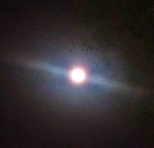 "<div class=""meta ""><span class=""caption-text "">These are photos you've been sending to us of the supermoon visibile across our area on Saturday night.  We've got many more of your photos on our iWitness Reports section.  Send your supermoon photos to us at news@abc13.com. (Photo/iWitness Reports)</span></div>"