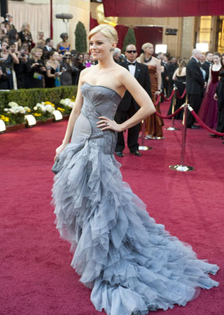 Actress Elizabeth Banks arrives at the 82nd Annual Academy Awards at the Kodak Theatre in Hollywood, CA, on Sunday, March 7, 2010. <span class=meta>(Matt Petit &#47; &#38;copy;A.M.P.A.S.)</span>