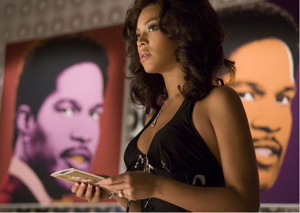 "<div class=""meta ""><span class=""caption-text "">To get into character for her role as Deena Jones in 'Dreamgirls' (pictured above) in 2006, Beyoncé Knowles did not only cut out carbohydrates from her regular diets, but almost all other foods. The Master Cleanse detox plan - a concoction of only hot water, maple syrup, cayenne pepper and lemon juice - was her secret way to quickly lose 20 pounds. She stuck to the liquid fast for two whole weeks. At the end of the movie, she told Ellen DeGeneres in 2006 that she ate a whole box of Krispy Kreme Donuts. Knowles now follows a super-strict diet that avoids all carbs and alcohol. She only eats lean-protein lunches and dinner and drinks vegetable juice for breakfast. Knowles also does an hour of cardio about five times a week. (Dreamworks L.L.C & Paramount Pictures)</span></div>"