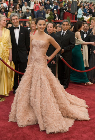 Pen&#233;lope Cruz, Academy Award nominee for Best Actress for her work in &#39;Volver,&#39; arrives at the 79th Annual Academy Awards at the Kodak Theatre in Hollywood, CA, on Sunday, Feb. 25, 2007 in an Atelier Versace gown.   <span class=meta>(&copy;A.M.P.A.S.)</span>
