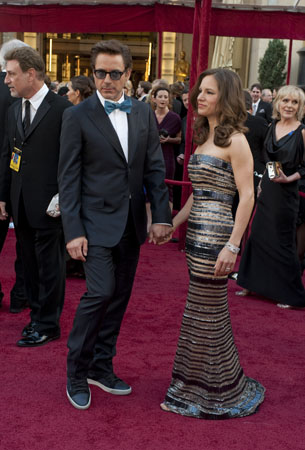 Academy Award presenter Robert Downey Jr. arrives with his wife Susan at the 82nd Annual Academy Awards at the Kodak Theatre in Hollywood, CA, on Sunday, March 7, 2010. <span class=meta>(Matt Petit &#47; &#38;copy;A.M.P.A.S.)</span>
