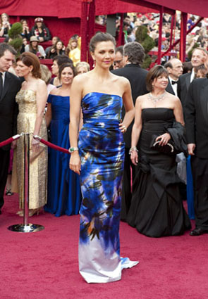 "<div class=""meta ""><span class=""caption-text "">Maggie Gyllenhaal, Academy Award nominee for Best Supporting Actress for her work in 'Crazy Heart,' arrives at the 82nd Annual Academy Awards at the Kodak Theatre in Hollywood, CA, on Sunday, March 7, 2010.  (Greg Harbaugh / ©A.M.P.A.S.)</span></div>"