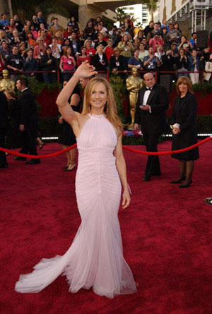 "<div class=""meta ""><span class=""caption-text "">Nominated for Best Supporting Actress for her work in 'Thirteen,' Holly Hunter arrives at the 76th Annual Academy Awards at the Kodak Theatre in Hollywood, CA on Sunday, Feb. 29, 2004 in a Vera Wang gown.  (HO/©A.M.P.A.S.)</span></div>"
