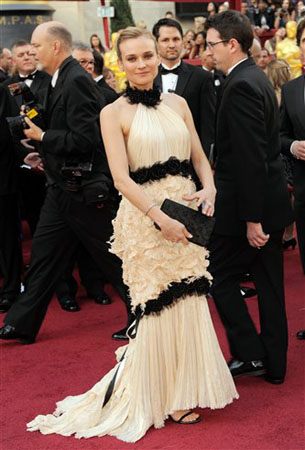 Diane Kruger arrives at the 82nd Academy Awards Sunday, March 7, 2010, in the Hollywood section of Los Angeles.  <span class=meta>(AP Photo&#47;Chris Pizzello)</span>