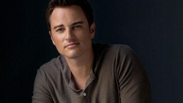 Kerr Smith appears in a promotional photo for 'Life Unexpected.'