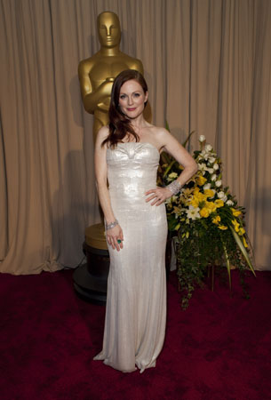 "<div class=""meta ""><span class=""caption-text "">Julianne Moore arrives at the 82nd Annual Academy Awards at the Kodak Theatre in Hollywood, CA, on Sunday, March 7, 2010.  (John Farrell / ©A.M.P.A.S.)</span></div>"