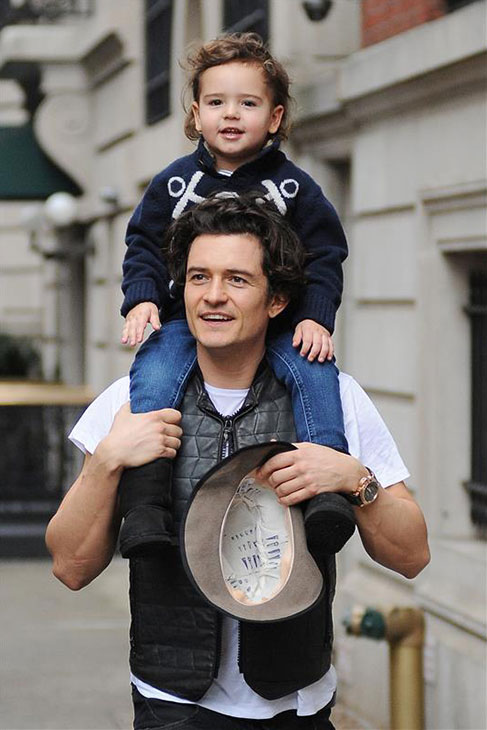 Orlando Bloom carries son Flynn in New York on Dec. 22, 2013.