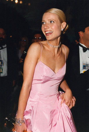 Gwyneth Paltrow in Ralph Lauren at the 71st Annual Academy Awards at the Los Angeles County Music Center on Sunday, March 21, 1999.  <span class=meta>(&copy;A.M.P.A.S.)</span>