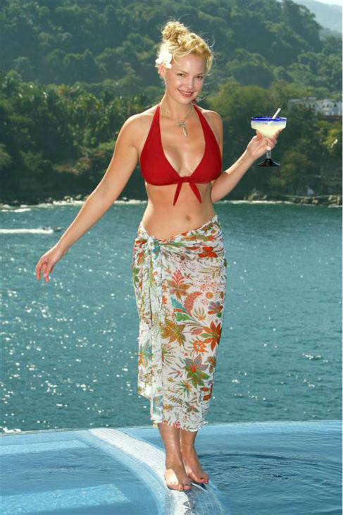Katherine Heigl poses for a photo while on Vacation in Puerto Vallarta, Mexico with her family and then-boyfriend Josh Kelley. <span class=meta>(Simon Ferreira &#47; Startraksphoto.com)</span>