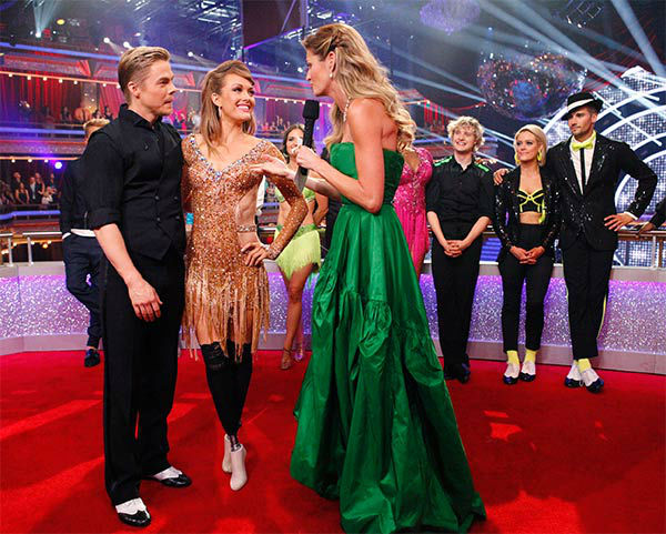 Amy Purdy and Derek Hough talk to Erin Andrews after their Argentine Tango&#47;Cha Cha Cha &#39;Fusion Dance&#39; during the season 18 finale of &#39;Dancing With the Stars&#39; on May 20, 2014. <span class=meta>(ABC Photo)</span>