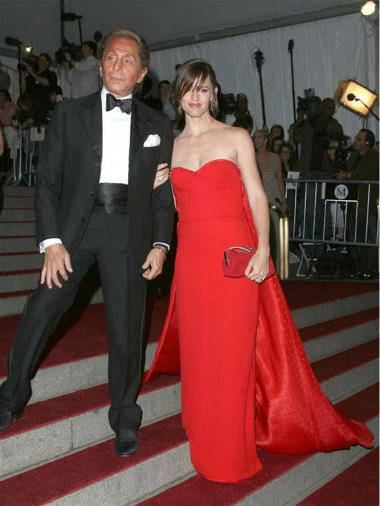 Jennifer Garner appears at the Poiret: King of Fashion Costume Institute Gala at the Metropolitan Museum of Art in New York on May 7, 2007. <span class=meta>(Jen Lowery &#47; Startraksphoto.com)</span>