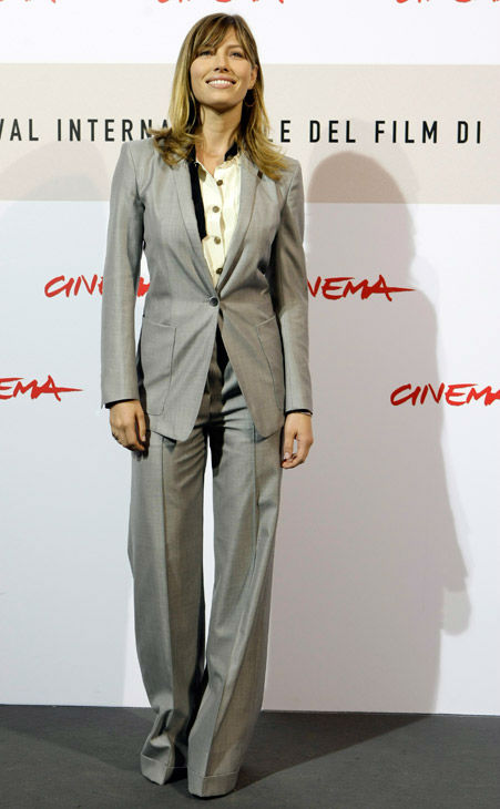 "<div class=""meta ""><span class=""caption-text "">Actress Jessica Biel poses during the photocall of her movie 'Easy Virtue' at the third edition of the Rome Film Festival, in Rome, Monday, Oct. 27, 2008.  (AP Photo/ANDREW MEDICHINI)</span></div>"