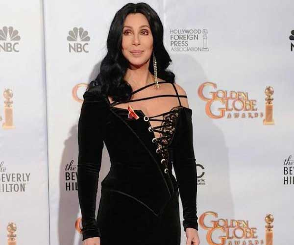 Cher poses at the Golden Globes