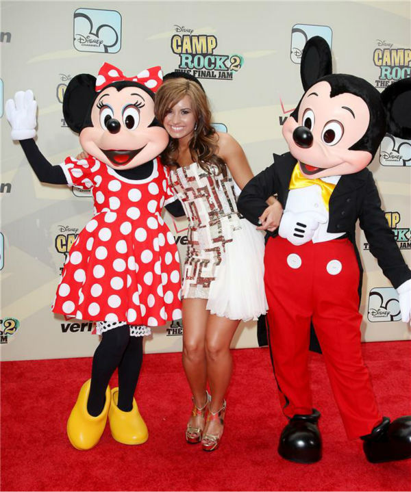 Demi Lovato hangs out with Mickey Mouse and Minnie Mouse at the premiere of the Disney Channel&#39;s &#39;Camp Rock 2: The Final Jam&#39; in New York on Aug. 18, 2010.  <span class=meta>(Amanda Schwab &#47; Startraksphoto.com)</span>
