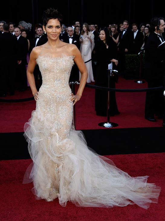 "<div class=""meta ""><span class=""caption-text "">Oscar-winning actress Halle Berry arrives before the 83rd Academy Awards on Sunday, Feb. 27, 2011, in the Hollywood section of Los Angeles. She is wearing a metallic nude dress by Marchesa, which features white tulle along the bottom of the gown. (AP Photo/Matt Sayles)</span></div>"
