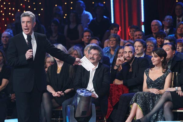 Tom Bergeron and Jennifer Grey appear at the two-hour season premiere of &#39;Dancing with the Stars,&#39; on March 21, 2011.   <span class=meta>(ABC Photo&#47; Adam Larkey)</span>