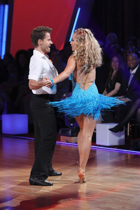 Kendra Wilkinson and her partner Louis van Amstel received 18 out of 30 from the judges for their Cha cha on the seas