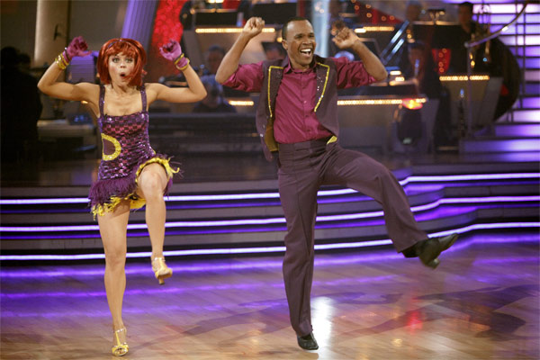 Sugar Ray Leonard and his partner Anna Trebunskaya received 17 out of 30 from the judges for their Jive on week 2 of 'Dancing With The Stars' on Monday, March 28, 2011. Comb