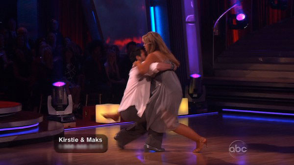 Kirstie Alley and her partner Maksim Chmerkovskiy fell while dancing