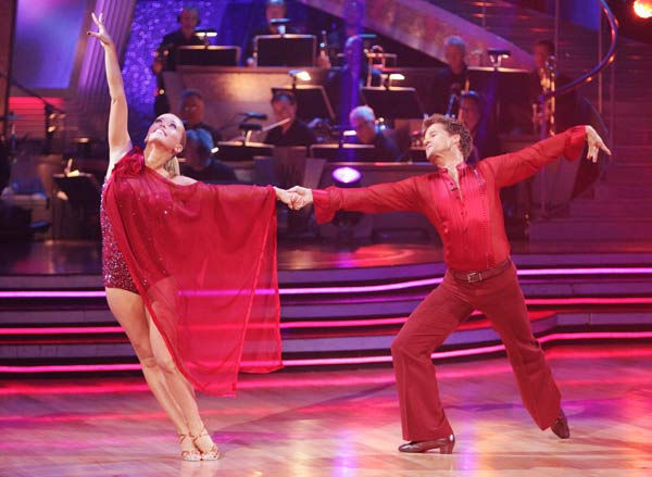 Kendra Wilkinson and her partner Louis van Amstel received 23 out of 30 from the judges for their Rumba o
