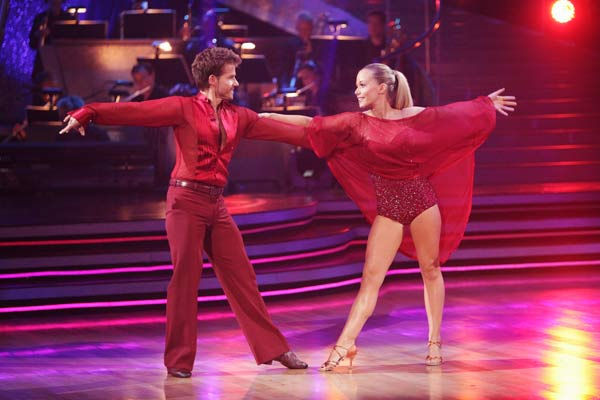 Kendra Wilkinson and her partner Louis van Amstel received 23 out of 30 from the judges for their Rumba on episo