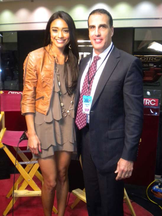 "<div class=""meta ""><span class=""caption-text "">Judge Alex Ferrer of 'Judge Alex' chats with 'On The Red Carpet' host Rachel Smith at the Reality Rocks Expo at the Los Angeles Convention Center on April 10, 2011.  (OTRC Photo)</span></div>"