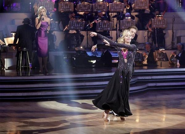 Kendra Wilkinson and her partner Louis van Amstel received 18 out of 30 from the judges for their Viennese Waltz on we