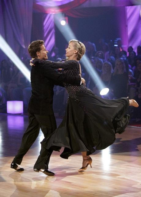 Kendra Wilkinson and her partner Louis van Amstel received 18 out of 30 from the judges for their Viennese Waltz on week four of &#39;Dancing With The Stars.&#39; <span class=meta>(ABC&#47;Adam Taylor)</span>