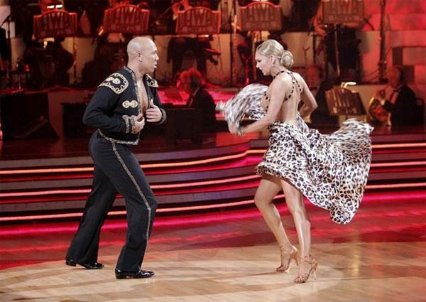 Hines Ward and his partner Kym Johnson received 25 out of 30 from the judges for their Paso Doble on week four of &#39;Dancing With The Stars.&#39; <span class=meta>(ABC&#47;Adam Taylor)</span>