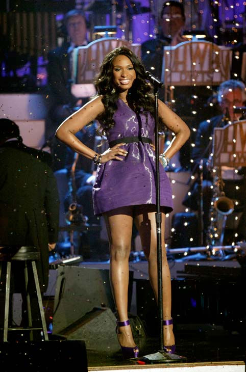 Jennifer Hudson performed &#39;Don&#39;t Look Down&#39; and &#39;Feeling Good&#39; on &#39;Dancing With The Stars: The Results Show,&#39; Tuesday, April 12, 2011. <span class=meta>(ABC Photo&#47; Adam Taylor)</span>