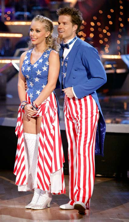 Kendra Wilkinson and her partner Louis van Amstel received 22 out of 30 from the judges for their Fox Trot on week five of 'Dancing With The Stars.'