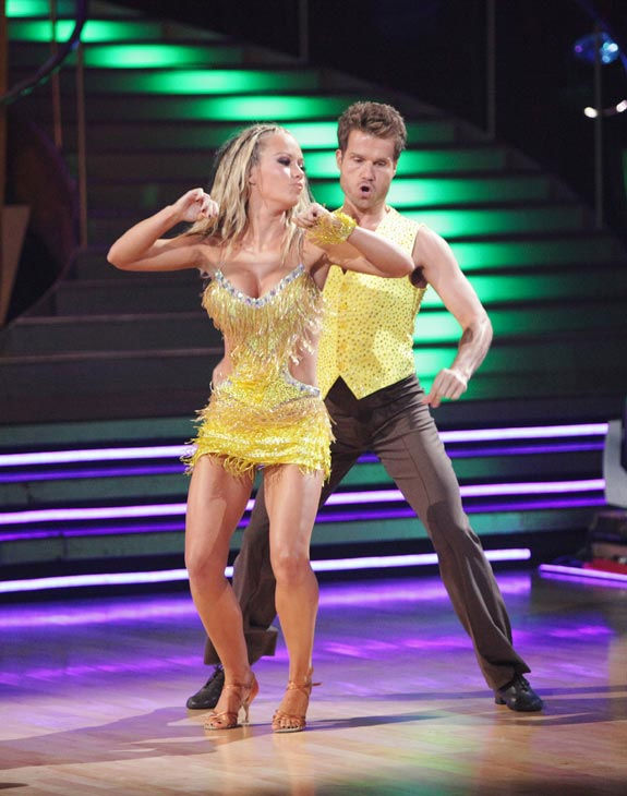 Kendra Wilkinson and her partner Louis van Amstel received 25 out of 30 from the judges for their Samba on week six of 'Dancing With The Stars.'