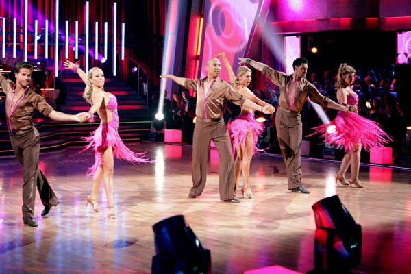 Hines Ward, Kirstie Alley, and Kendra Wilkinson shook all that they&#39;ve got to Ke&#36;ha&#39;s song &#39;We R Who We R&#39; for the group dance.  Their team scores a 30 out of 40. <span class=meta>(ABC Photo&#47; Adam Taylor)</span>