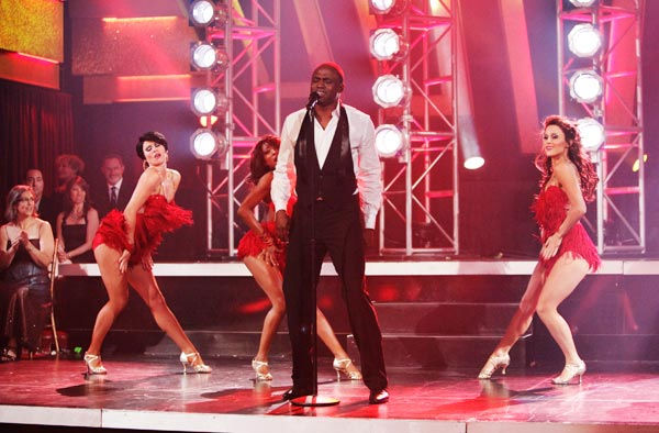 "<div class=""meta image-caption""><div class=""origin-logo origin-image ""><span></span></div><span class=""caption-text"">The 'Macy's Stars of Dance' performed a special tribute to James Brown in celebration of his birthday. Wayne Brady starred in the number, singing and dancing. (ABC Photo/ Adam Taylor)</span></div>"