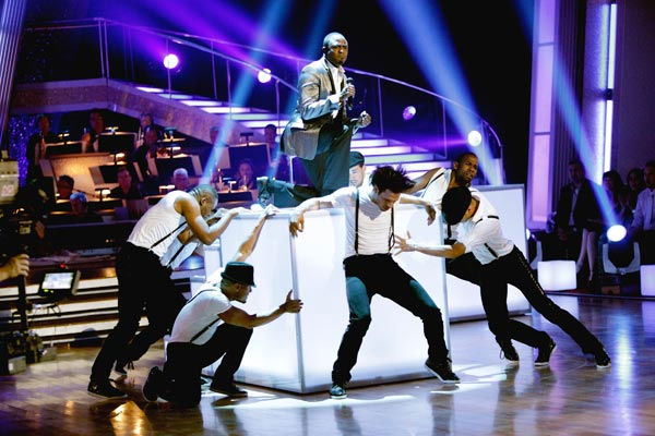The &#39;Macy&#39;s Stars of Dance&#39; performed a special tribute to James Brown in celebration of his birthday. Wayne Brady starred in the number, singing and dancing. <span class=meta>(ABC Photo&#47; Adam Taylor)</span>