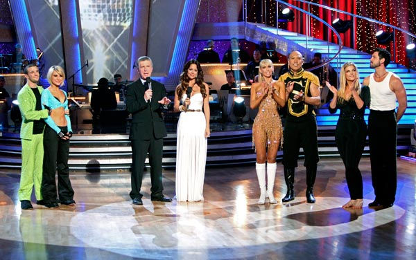 Kirstie Alley, Maksim Chmerkovskiy, Kym Johnson, Hines Ward, Chelsea Kane and Mark Ballas appear on &#39;Dancing With The Stars&#39; on May 23, 2011. <span class=meta>(ABC Photo&#47; Adam Taylor)</span>