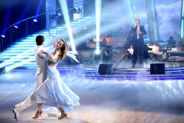 "<div class=""meta ""><span class=""caption-text "">Josh Groban performed 'You Raise Me Up' during Petra Nemcova's return performance on the 'Dancing With The Stars' season 12 finale on May 24, 2011. (OTRC Photo)</span></div>"