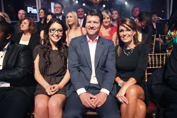 &#39;Dancing With The Stars&#39; alum Bristol Palin appears at the season 12 finale on Tuesday, May 24, 2011 with parents Todd and Sarah Palin. <span class=meta>(OTRC Photo)</span>