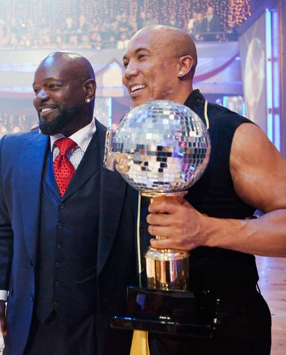 Hines Ward talks to fellow &#39;Dancing With The Stars&#39; alum Emmitt Smith after being crowned the champions of &#39;Dancing With The Stars&#39; season 12 on Tuesday, May 24, 2011. <span class=meta>(OTRC Photo)</span>