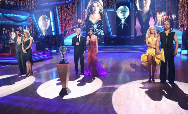 "<div class=""meta ""><span class=""caption-text "">Hines Ward, Kym Johnson, Kirstie Alley and Maksim Chmerkovskiy wait to hear their fate on 'Dancing With The Stars' season 12 finale on Tuesday, May 24, 2011. (OTRC Photo)</span></div>"