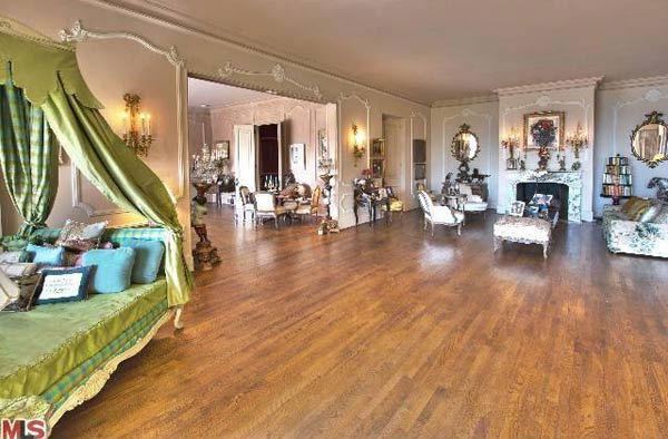 "<div class=""meta ""><span class=""caption-text "">A view of Zsa Zsa Gabor's 4-bedroom, 5.5 bathroom Bel Air home. The property is on the market for $15 million. (Christophe Choo, Coldwell Banker-BH North)</span></div>"