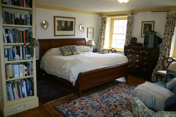 "<div class=""meta image-caption""><div class=""origin-logo origin-image ""><span></span></div><span class=""caption-text"">The master bedroom in the five-bedroom home featured in the movie ""Marley and Me,"" which starred Jennifer Aniston and Owen Wilson. The property, which was built in 1831 on over 15 acres of property, is on the market for $1.25 million. (Photo courtesy of Richard and Holly Gross of Prudential Fox and Roach Realtors-West Chester, PA) (Photo courtesy of Richard and Holly Gross of Prudential Fox and Roach Realtors)</span></div>"