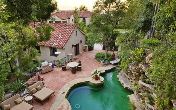 The pool and guest house at Katy Perry and...