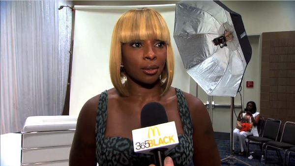 Missy Elliot, other celebs remember Aaliyah 110702_otrc_mary_j_blige_black_award