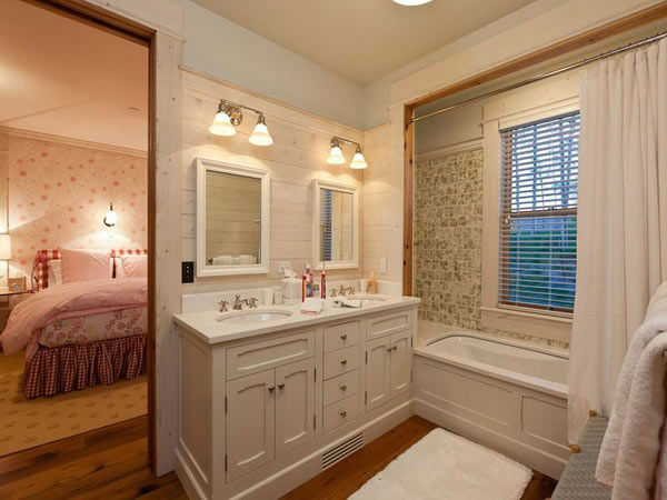 "<div class=""meta image-caption""><div class=""origin-logo origin-image ""><span></span></div><span class=""caption-text"">A bathroom in Jerry Seinfeld's mansion in Telluride, Colorado which has 11 bedrooms, 11 bathrooms, mountain views and a creek and is on the market for $18 million. (Photo/SothebysRealty.com)</span></div>"