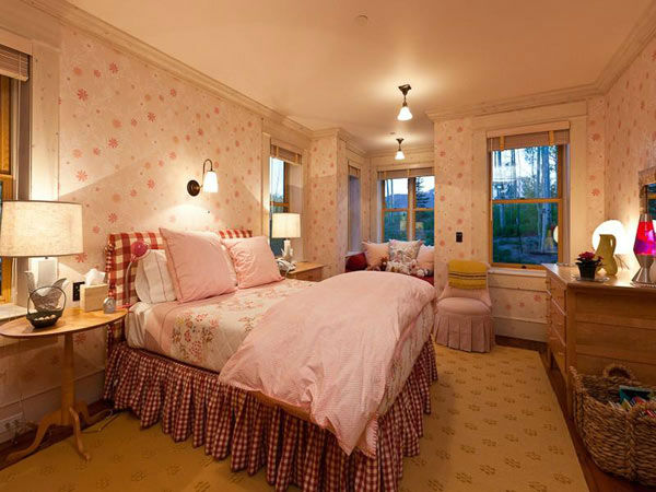 A child's bedroom in Jerry Seinfeld's mansion in Telluride, Colorado which has 11 bedrooms, 11 bathrooms, mountain views and a creek and is on the market for $18 million.