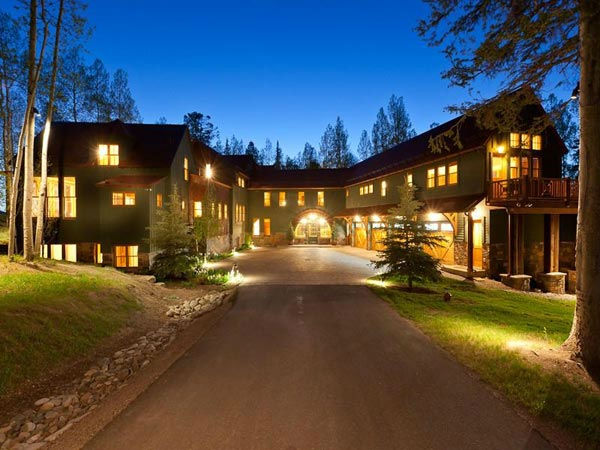 "<div class=""meta ""><span class=""caption-text "">The driveway to Jerry Seinfeld's mansion in Telluride, Colorado which has 11 bedrooms, 11 bathrooms, mountain views and a creek and is on the market for $18 million. (Photo/SothebysRealty.com)</span></div>"