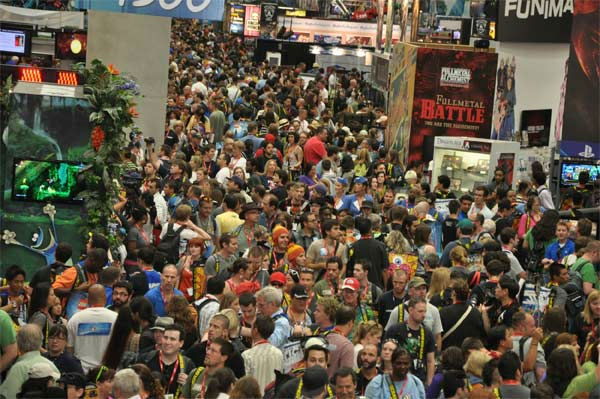 Fans flood into the convention floor for a sneak peak of this year&#39;s Comic-Con in San Diego on Wednesday, July 20, 2011. <span class=meta>(OTRC Photo)</span>